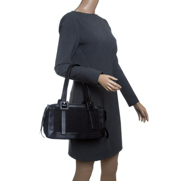 Givenchy Black Signature Canvas and Leather Boston Bag In Good Condition  For Sale In Dubai b71e5b80394ad