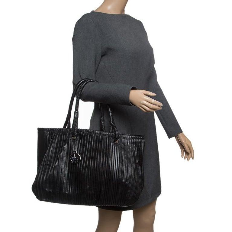 1e567ce84622 Giorgio Armani Black Pleated Leather Tote In Good Condition For Sale In  Dubai