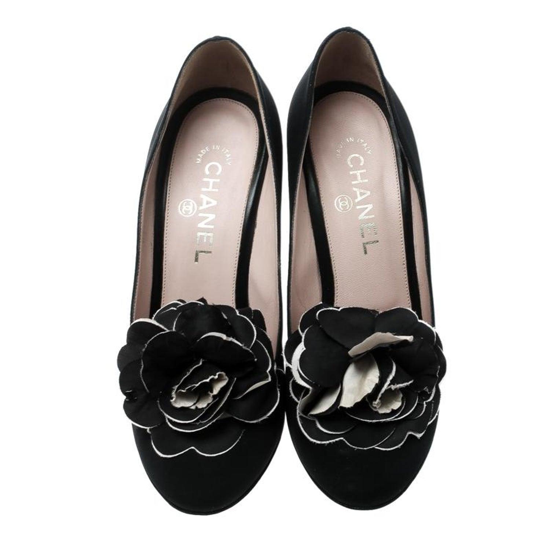 d333e7a98fb Chanel Black Satin Camellia Embellished Block Heel Pumps Size 39.5 at  1stdibs