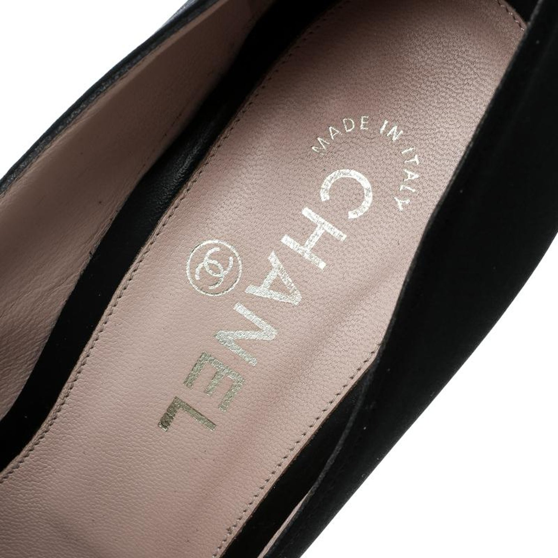 f73298df8c1 Chanel Black Satin Camellia Embellished Block Heel Pumps Size 39.5 at  1stdibs