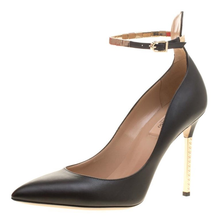Valentino Black Leather Rockstud Heel Ankle Strap Pointed Toe Pumps Size 40  For Sale