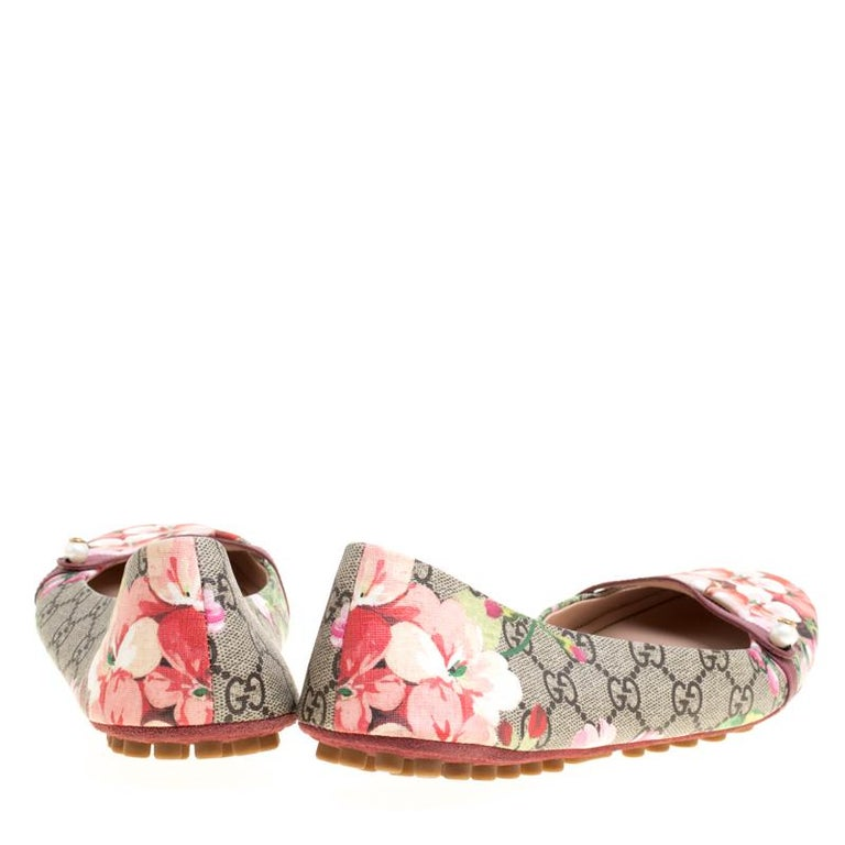 f553e7c1e Beige Gucci Biege GG Supreme Blooms Printed Canvas Ballet Flats Size 41 For  Sale