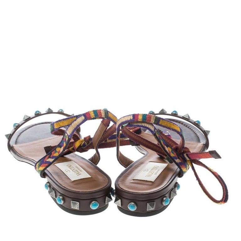 651faf2d1071 Valentino braune Leder Rockstud Rolling Knöchelhohe Flache Sandalen Größe 39  3