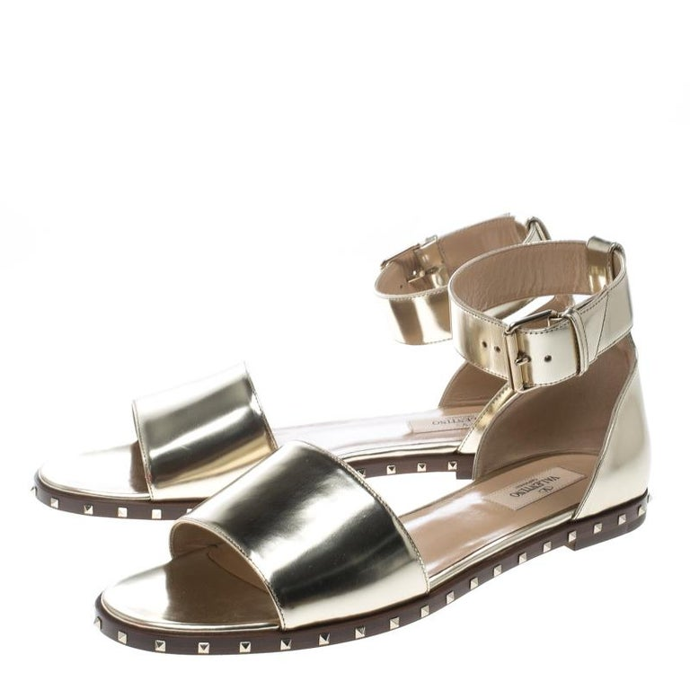 febfa77df849 Women s Valentino Gold Leather Soul Rockstud Ankle Strap Flat Sandals Size  39 For Sale