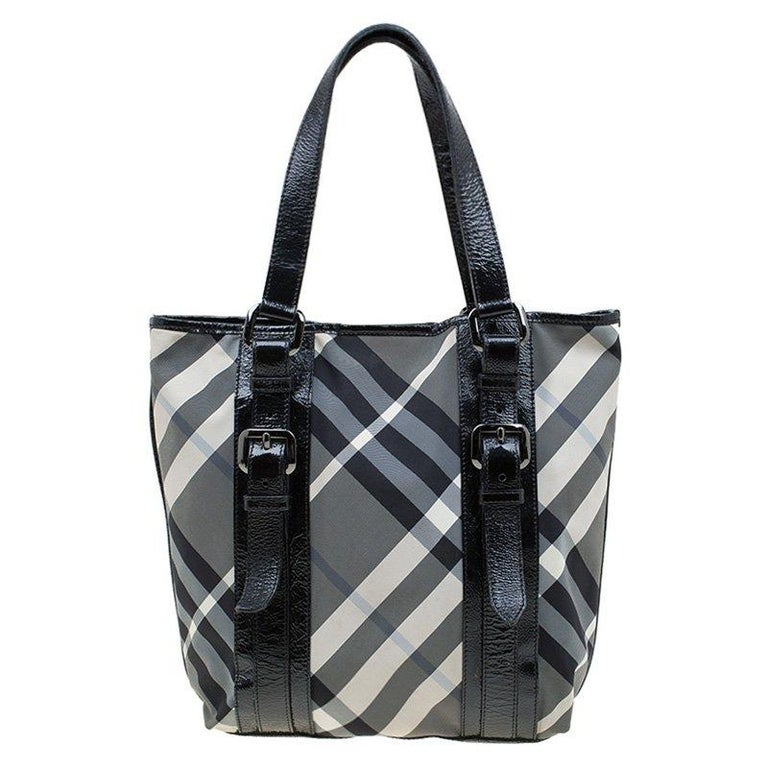 7d1d1fc2ff This Lowry tote features the instantly recognisable Beat Check design from  Burberry. Accented by glossy