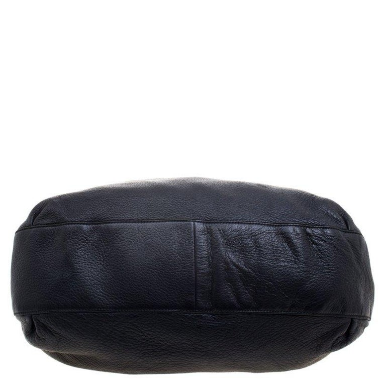 380bc2b1712e76 Gucci Black Pebbled Leather Large Wave Hobo For Sale 4