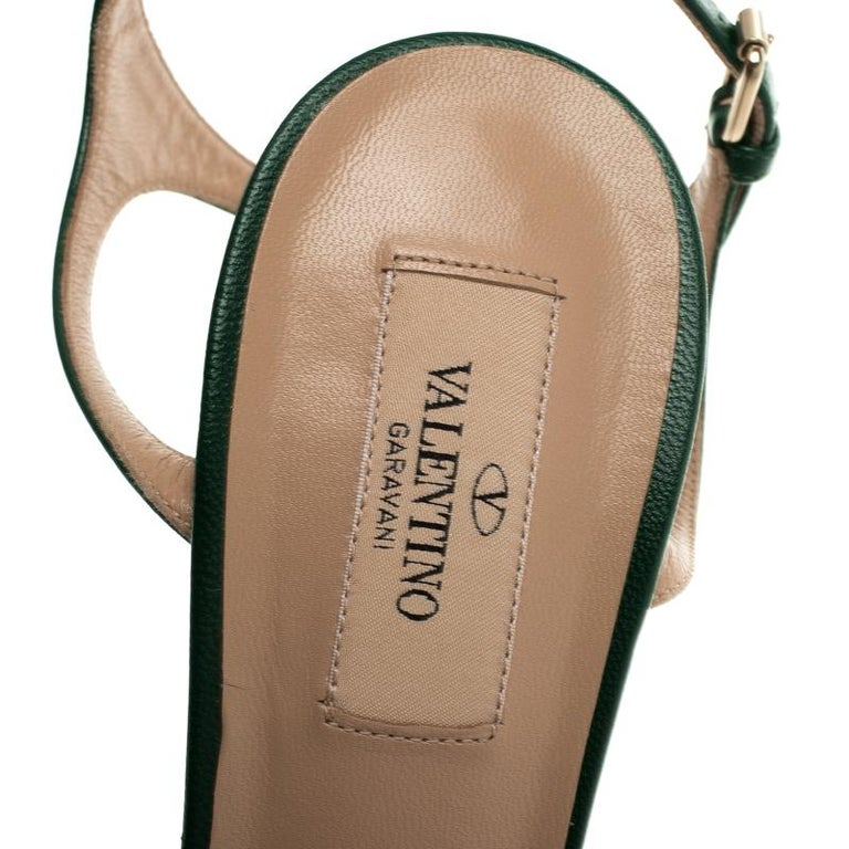 7f66f74ba7 Valentino Green Leather Four Leaf Clover Appliquè Ankle Strap Sandals Size  40 For Sale 1
