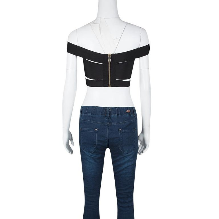 Embrace a chic style with this bandeau top that has been perfectly designed to reflect the current runway trends. Knitted into an off-shoulder silhouette that makes you the center of attention every time you flaunt it, this top can easily be paired