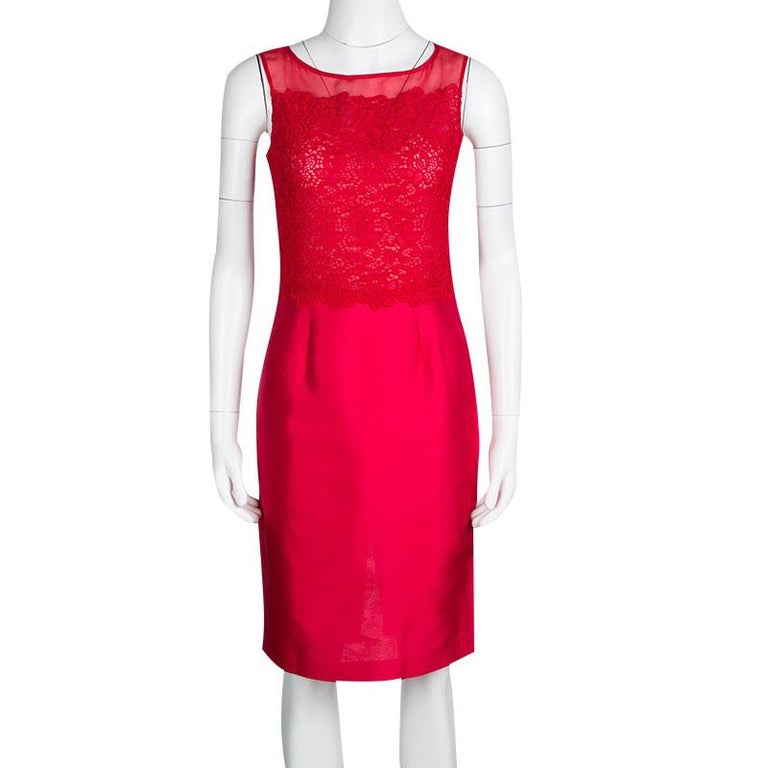 CH Carolina Herrera Red Lace and Organza Sleeveless Sheath Dress S In Good Condition For Sale In Dubai, AE