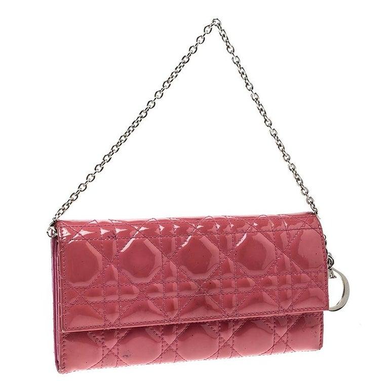 710d07c582027 Dior Pinkes Cannage Lackleder Geldbörse an Kette bei 1stdibs