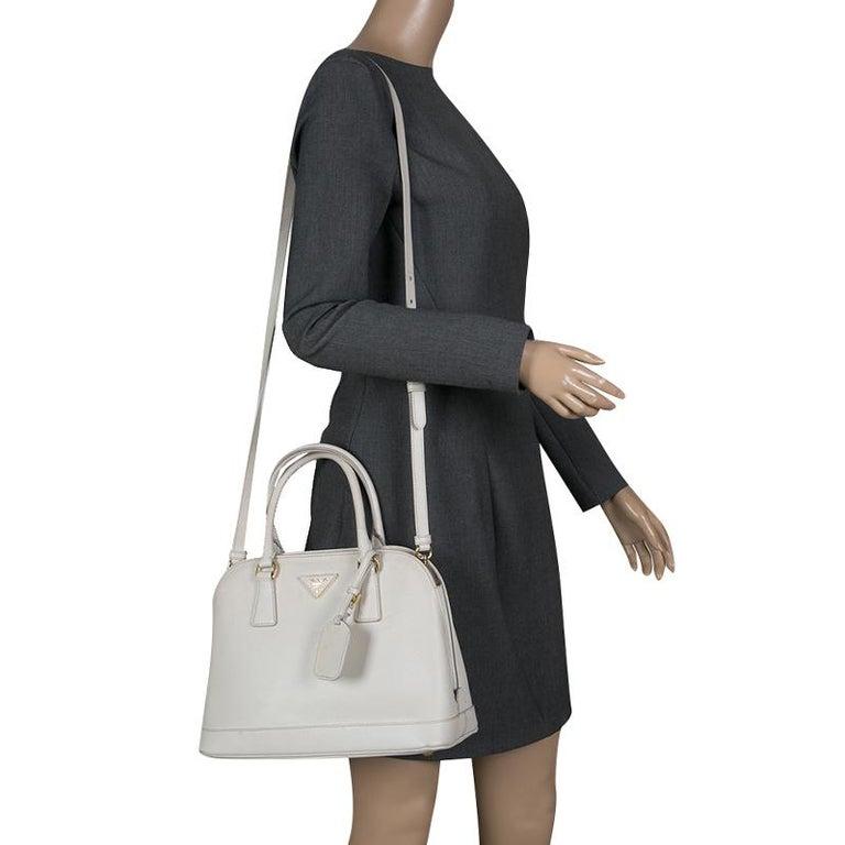 4615c2387d57f7 Prada Off White Saffiano Lux Leather Promenade Tote In Good Condition For  Sale In Dubai,