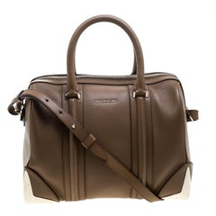 When you need to add a beautiful and elegant bag to your evening look this Ginet
