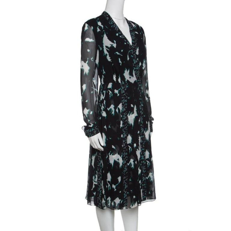 Womanly and sleek, this silk dress is a must-have gem in any fashionista's collection. Impressive and attractive, this Proenza Schouler creation is a true example of the brand's aesthetic designs. This black dress is the best way to stand out in a