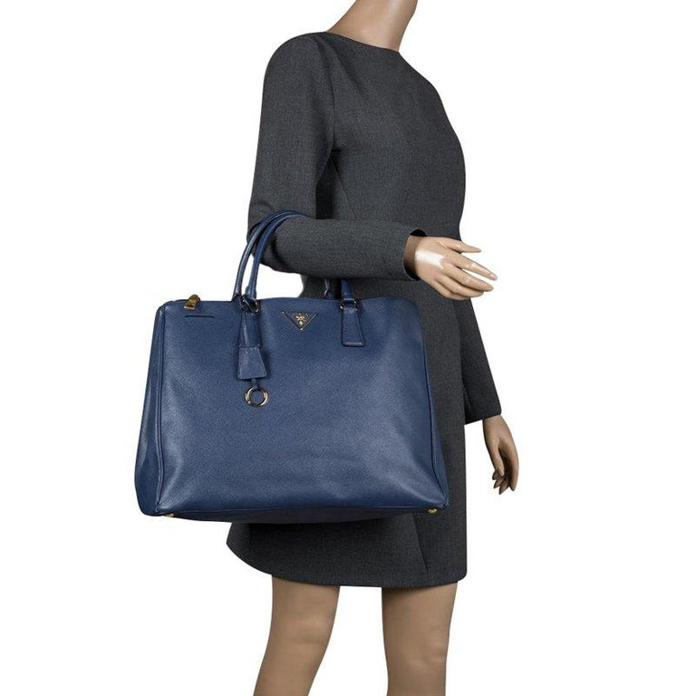 03d83b827089 Prada Blue Saffiano Lux Leather Double Zip Executive Tote In Good Condition  For Sale In Dubai