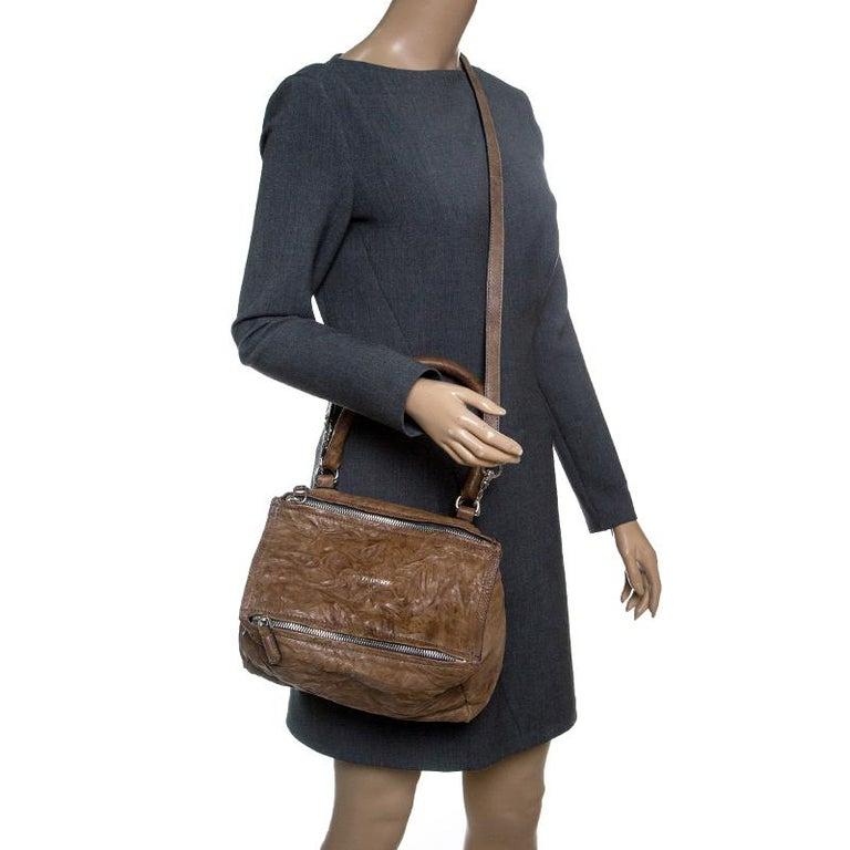 3ffda1481f1b5 Givenchy Braune Mittelgroße Pandora Umhänge-Ledertasche bei 1stdibs