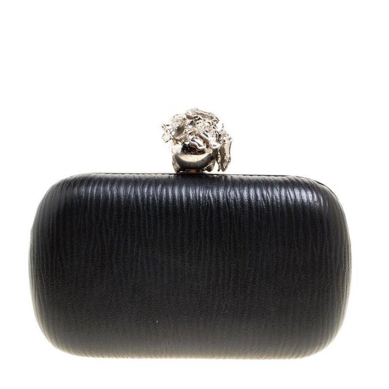 Alexander McQueen Black Leather Skull Box Clutch In Good Condition For Sale In Dubai, AE