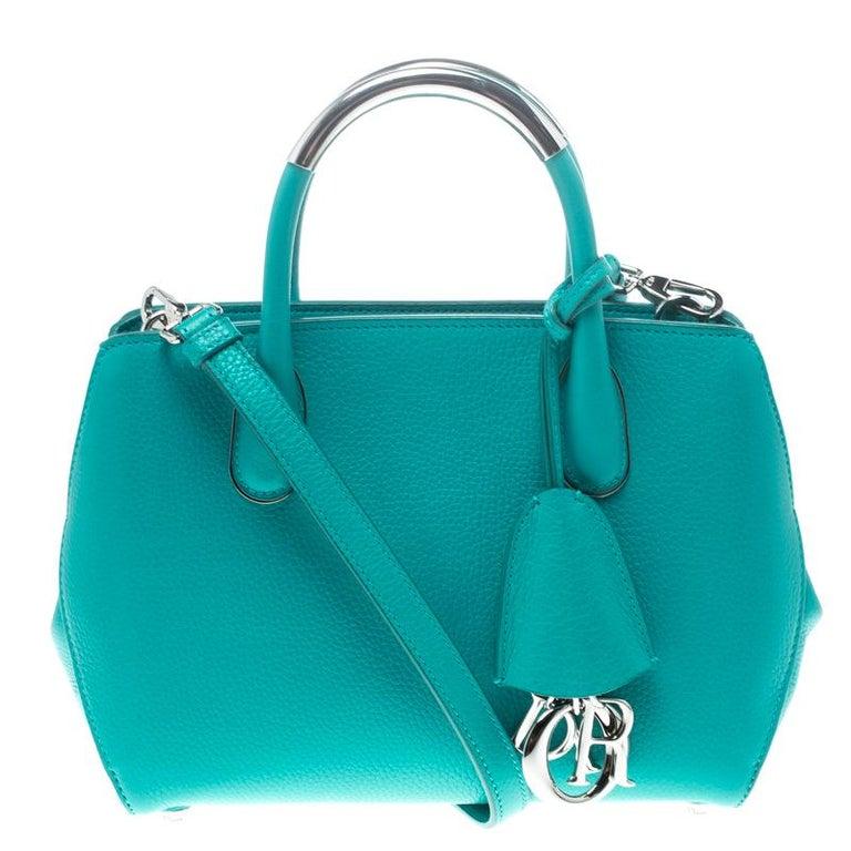 a60dd51e71b7a Kleine Bar-Tasche aus türkisem Leder von Dior bei 1stdibs