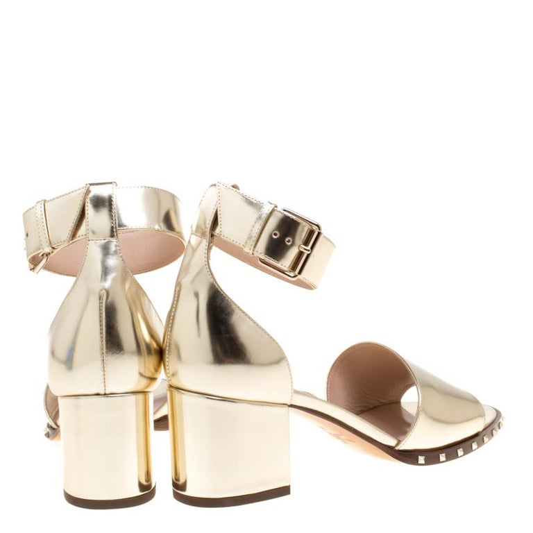2d5ca0472385 Valentino Gold Leather Soul Rockstud Ankle Strap Block Heel Sandals Size  37.5 In New Condition For