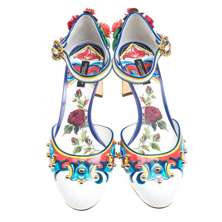 Blossoming with flowers in true Dolce and Gabbana style exuding a Bohemian vibe, these mary jane pumps are an eye-catching pair that will fetch you a throng of compliments whenever flaunted. The round toe pair is beautified with colourful scrolls
