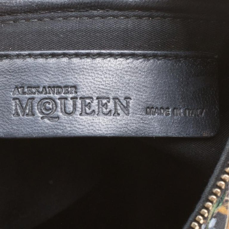 Women's Alexander McQueen Multicolor Printed Fabric Medium De Manta Clutch For Sale