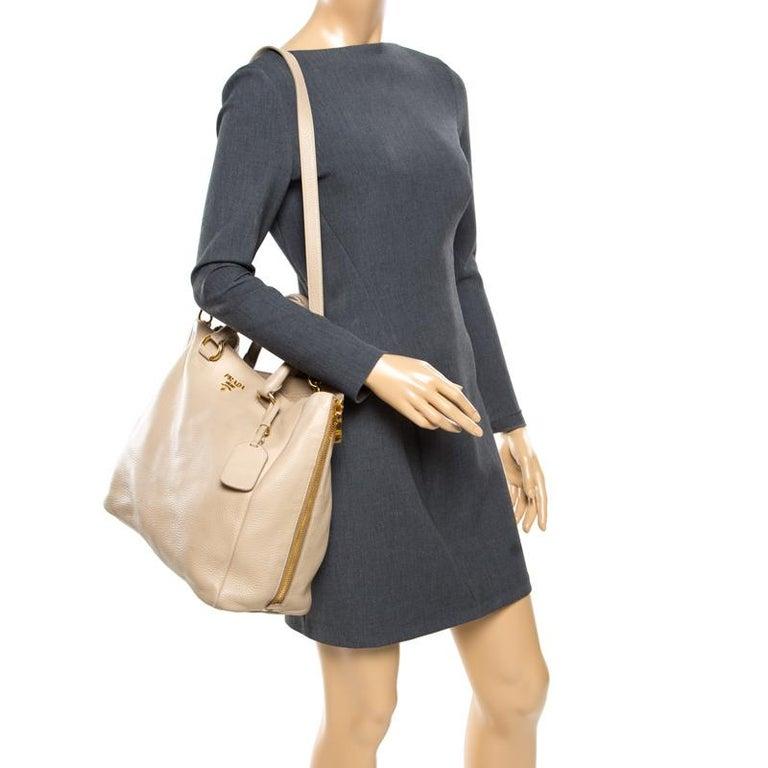 Prada Beige Leather Vitello Diano Side Zip Tote In Good Condition For Sale In Dubai, Al Qouz 2