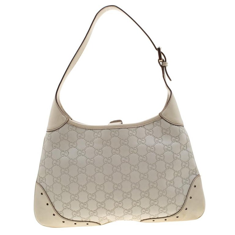 This Gucci bag will never fail you. Crafted from signature Guccissima leather in Italy, this gorgeous number opens up to a spacious fabric interior and flaunts the brand logo in gold-tone on the front. Complete with a single handle, this bag is