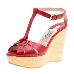 Salvatore Ferragamo Rote Leder T-Strap Plateau Keil-Sandalen Größe 37,5