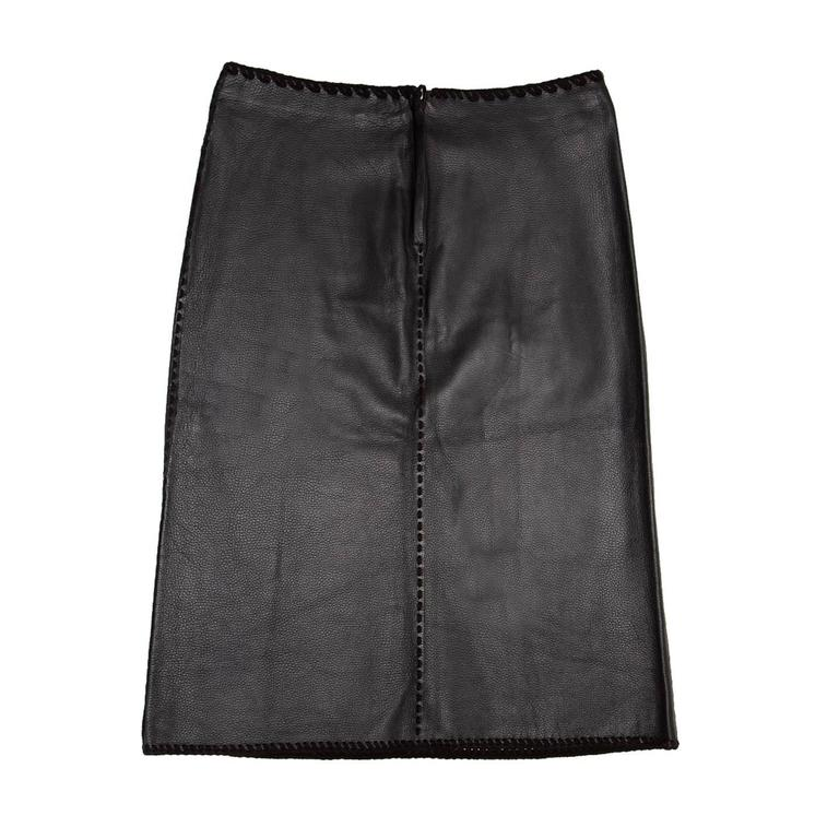 Thick and soft black textured leather skirt with tone-on-tone suede decorative stitchings on side and central seams, waist and hem. The skirts is high waisted and it has below knee length. Made in U.S.A.  Size  10 US sizing  Condition