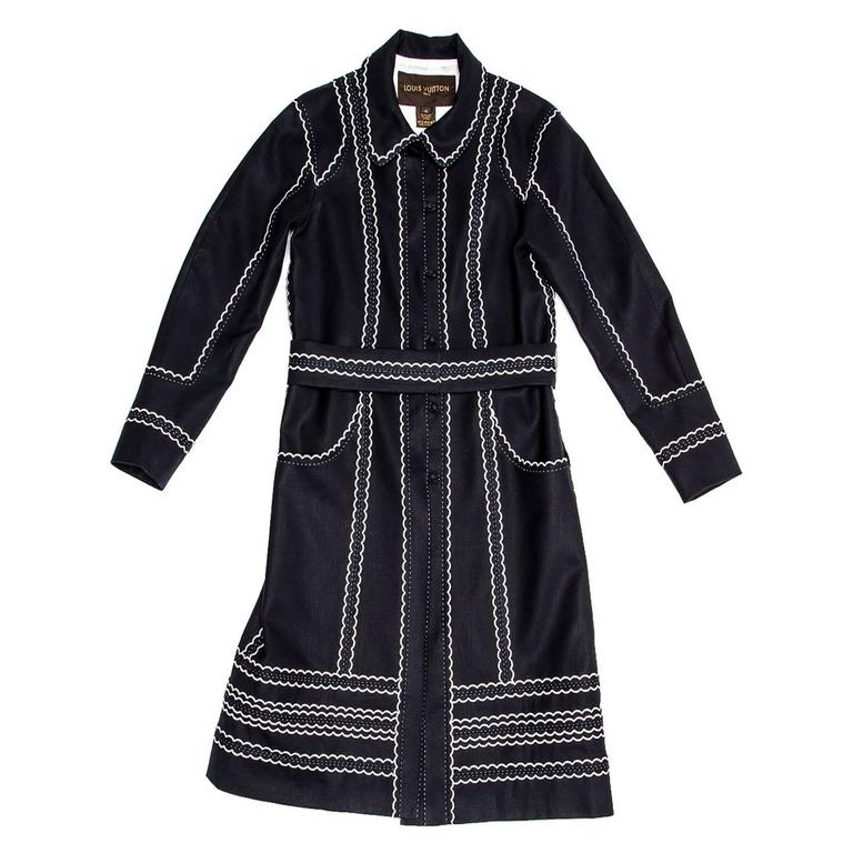 Cotton & linen blend midnight blue coat with a princess cut style. The length is below the knees, the collar is peter pan style and the waist is belted. The main feature of the coat is the beautiful ivory detailed scallop and hand top stitches