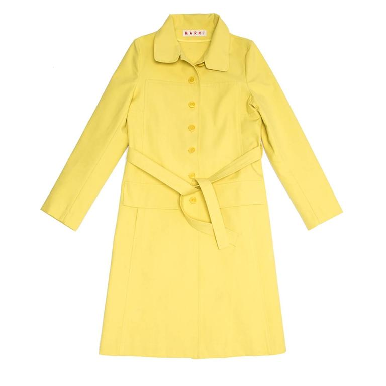 Cotton & polyester blend bright yellow rain coat, below knee length with peter pan collar. Front and back are decorated with a beautiful square shape panel, the sleeves are simple, two flap pockets sit at front hip hight and a long vent is a center