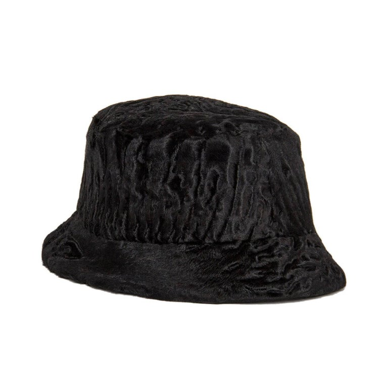 Prada Black Broadtail Lamb Fur Hat In New never worn Condition For Sale In Brooklyn, NY