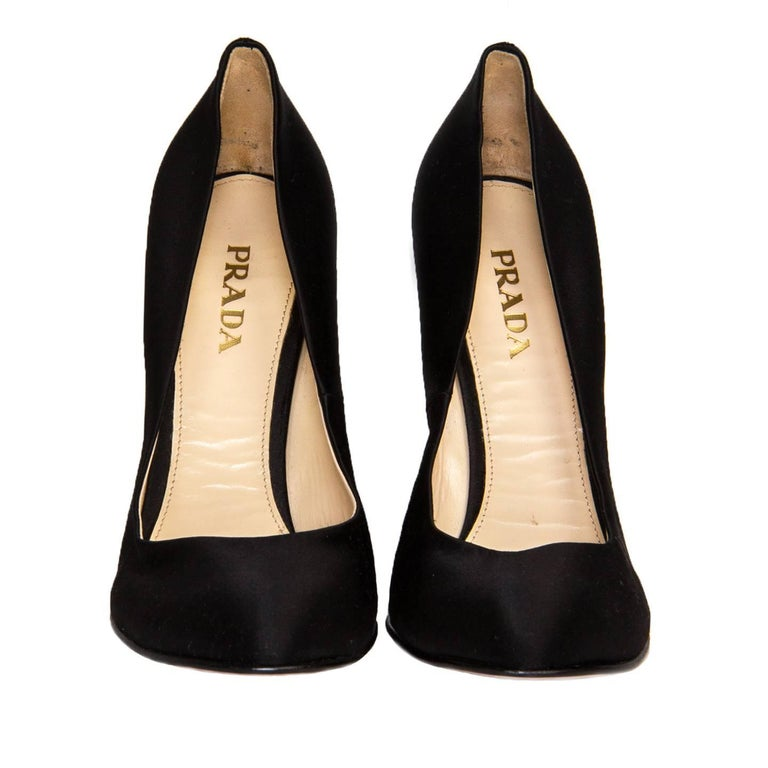 Prada Black Satin Heel Pumps In New Condition For Sale In Brooklyn, NY