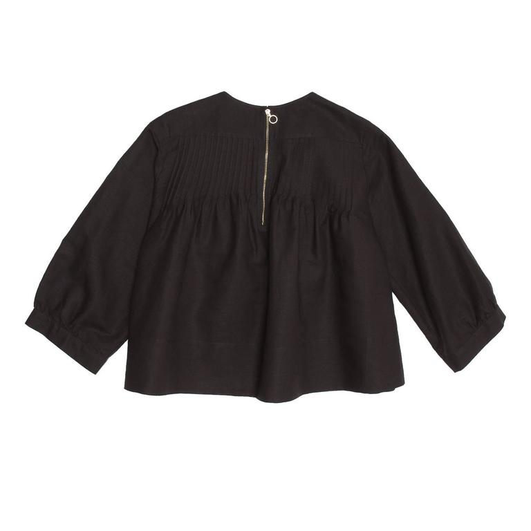 Chloe' Black Linen Top With Ruffles In Excellent Condition For Sale In Brooklyn, NY