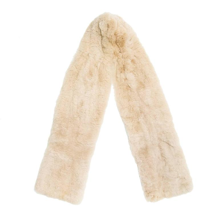 Marc Jacobs Beige Shearling Fur Scarf In Excellent Condition For Sale In Brooklyn, NY