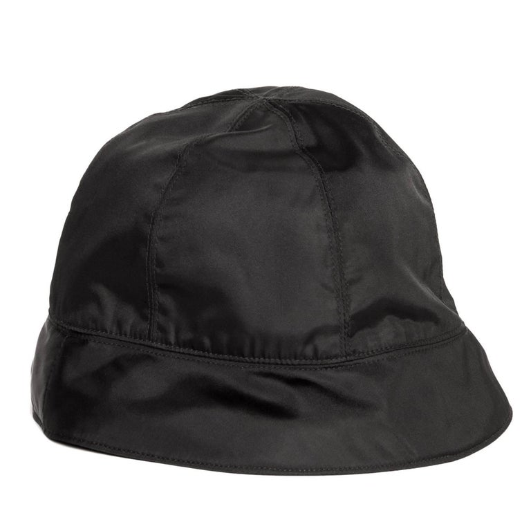 Prada Black Nylon Bucket Cap In New never worn Condition For Sale In Brooklyn, NY
