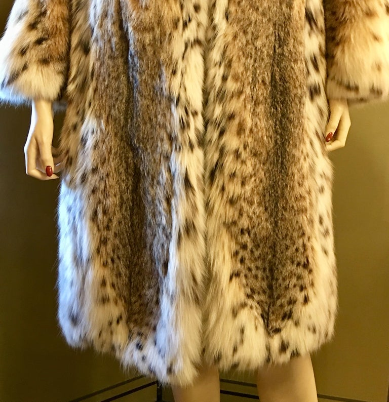Sexy Natural Spotted Lynx 3 Quarter Length Ultra Soft High Fashion Fur Coat For Sale 3