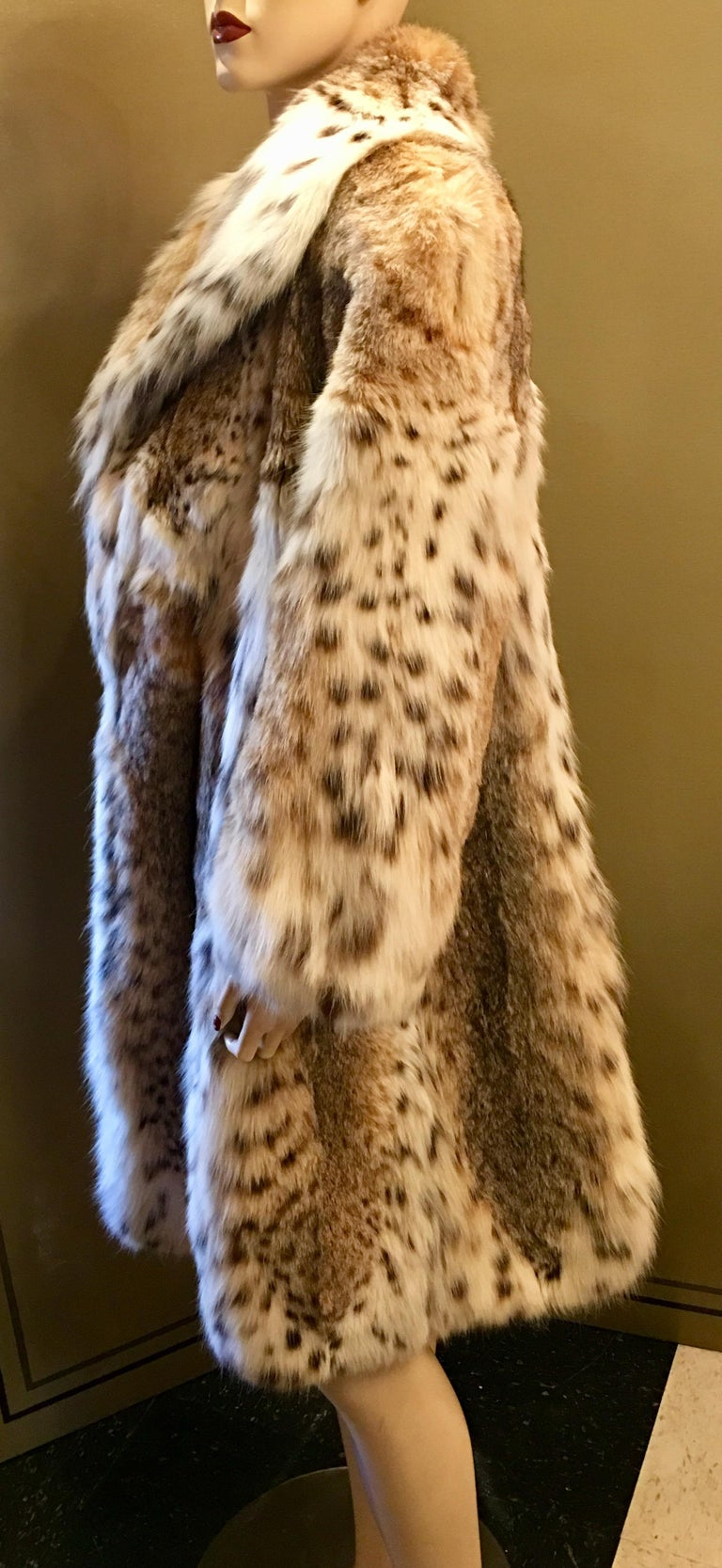 Women's Sexy Natural Spotted Lynx 3 Quarter Length Ultra Soft High Fashion Fur Coat For Sale
