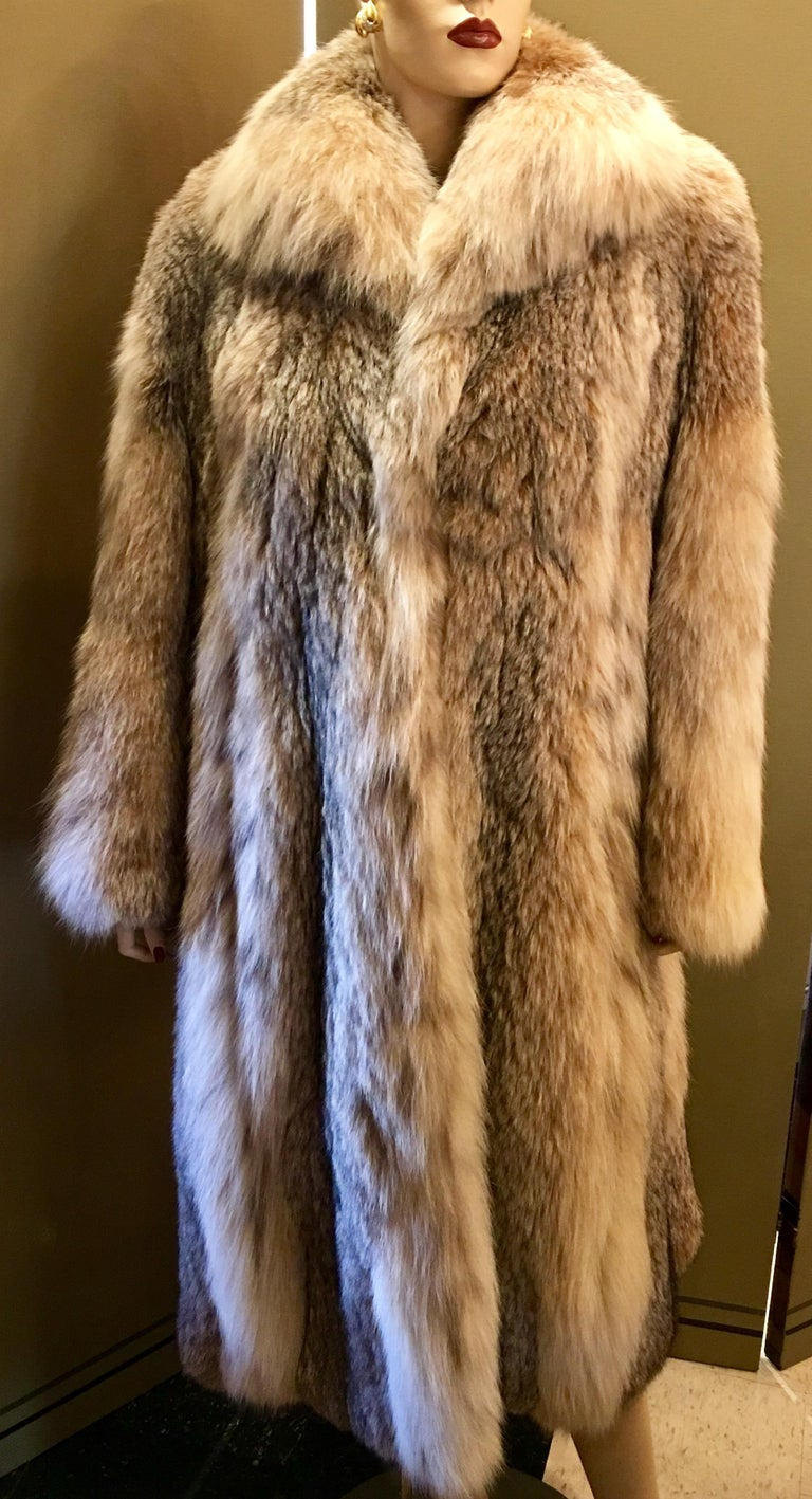 Sumptuous Siberian Lynx Fur Coat by Revillion Paris New York Full Length In Good Condition For Sale In Tustin, CA