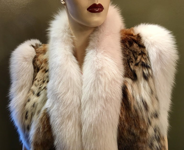 Stunning Luxurious Spotted Lynx Fur Sleeveless Vest with White Fox Fur Trim  For Sale 2
