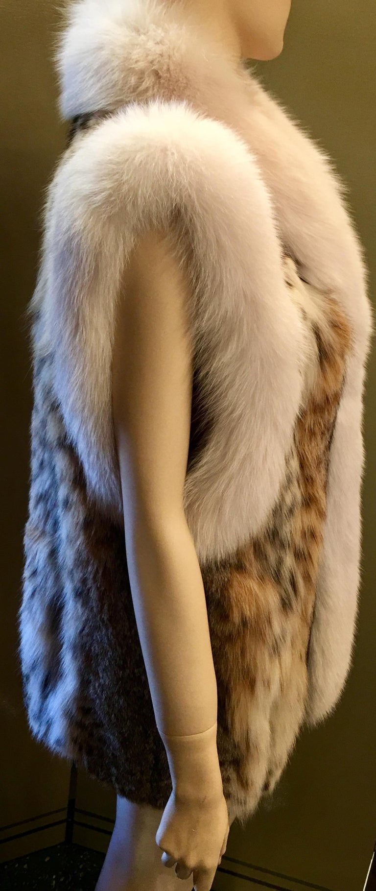 Stunning Luxurious Spotted Lynx Fur Sleeveless Vest with White Fox Fur Trim  For Sale 1