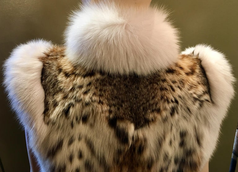 Stunning Luxurious Spotted Lynx Fur Sleeveless Vest with White Fox Fur Trim  For Sale 4