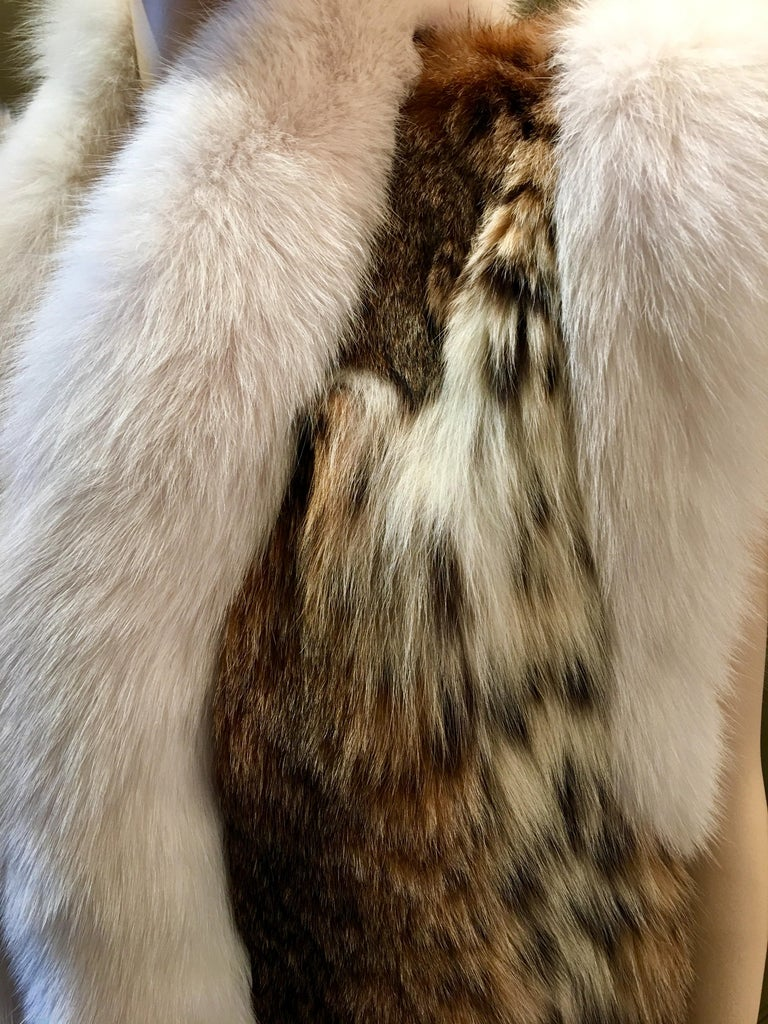 Stunning Luxurious Spotted Lynx Fur Sleeveless Vest with White Fox Fur Trim  For Sale 5