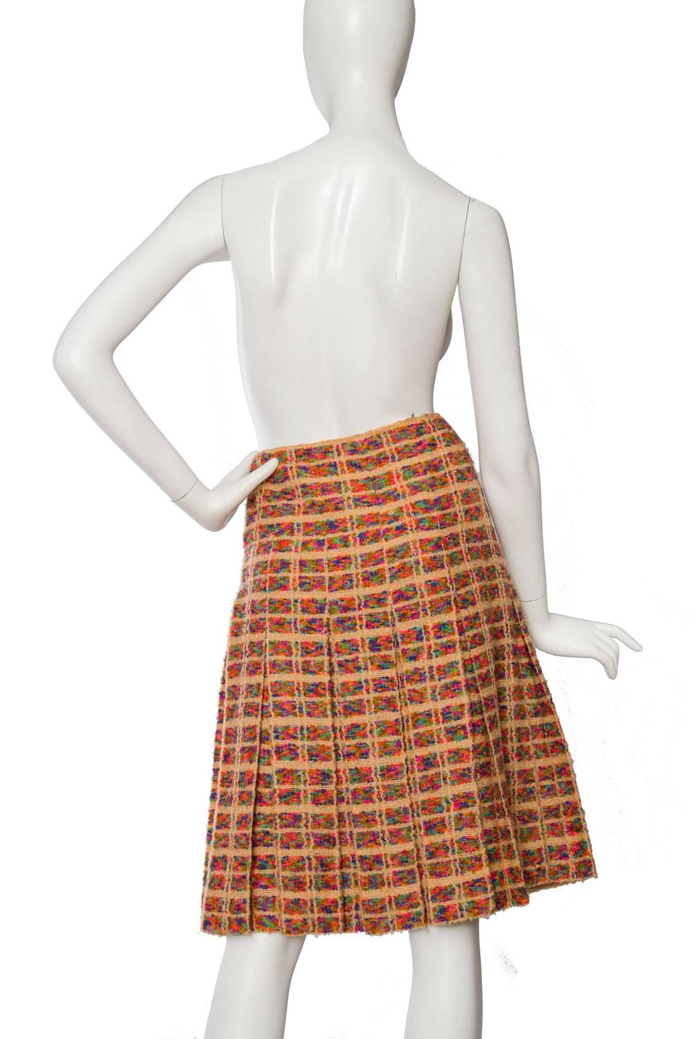 1960s chanel haute couture boucle skirt suit at 1stdibs for Haute couture suits
