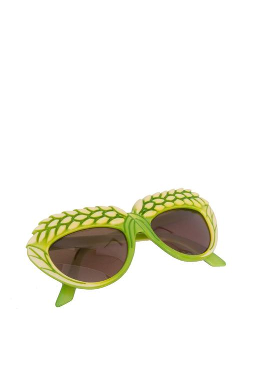 Women's A pair of 1980s Green Isabel Canovas Sunglasses For Sale