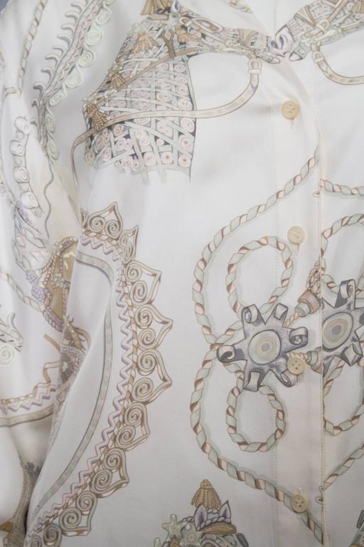 A 1970s Hermès Printed Silk Shirt In Good Condition For Sale In Copenhagen, DK
