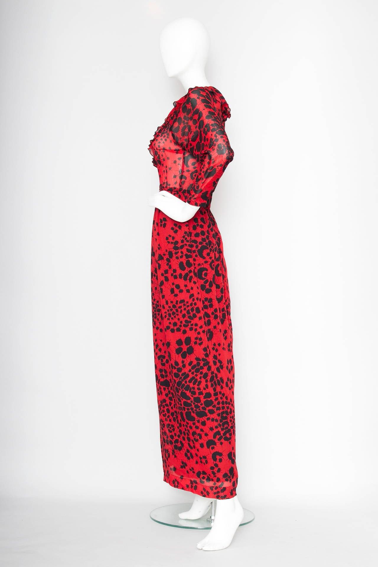 Dramatic 1970s Lanvin Red Silk Dress In Excellent Condition For Sale In Copenhagen, DK