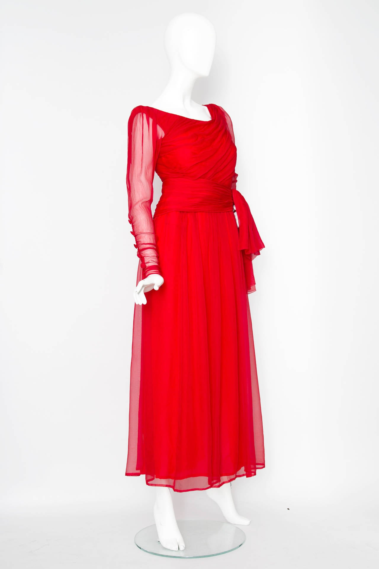 A Rare 1980s Yves Saint Laurent Haute Couture Silk Chiffon Dress In Excellent Condition For Sale In Copenhagen, DK