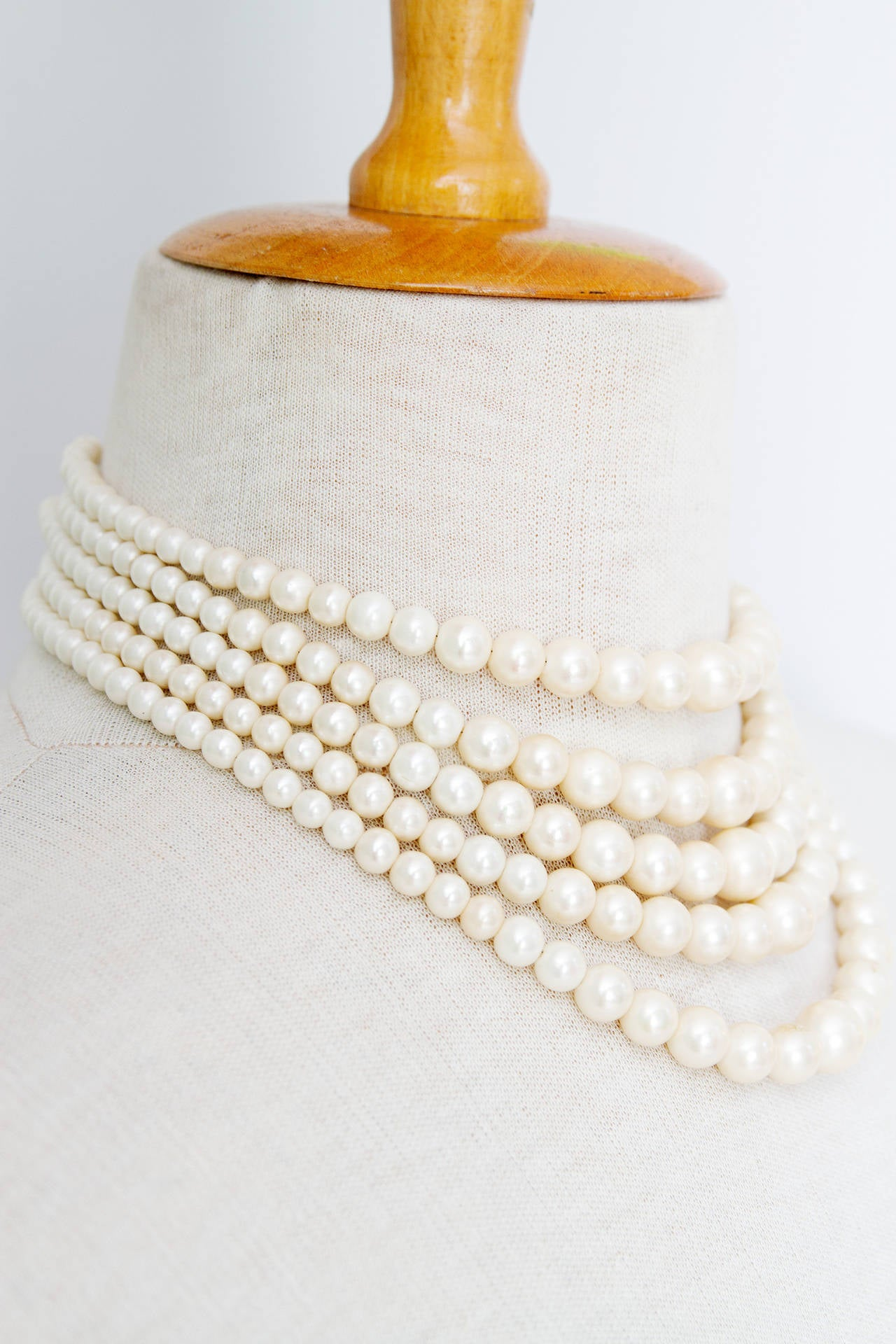 1960s Christian Dior Pearl Five Strand Choker Necklace In Excellent Condition For Sale In Copenhagen, DK