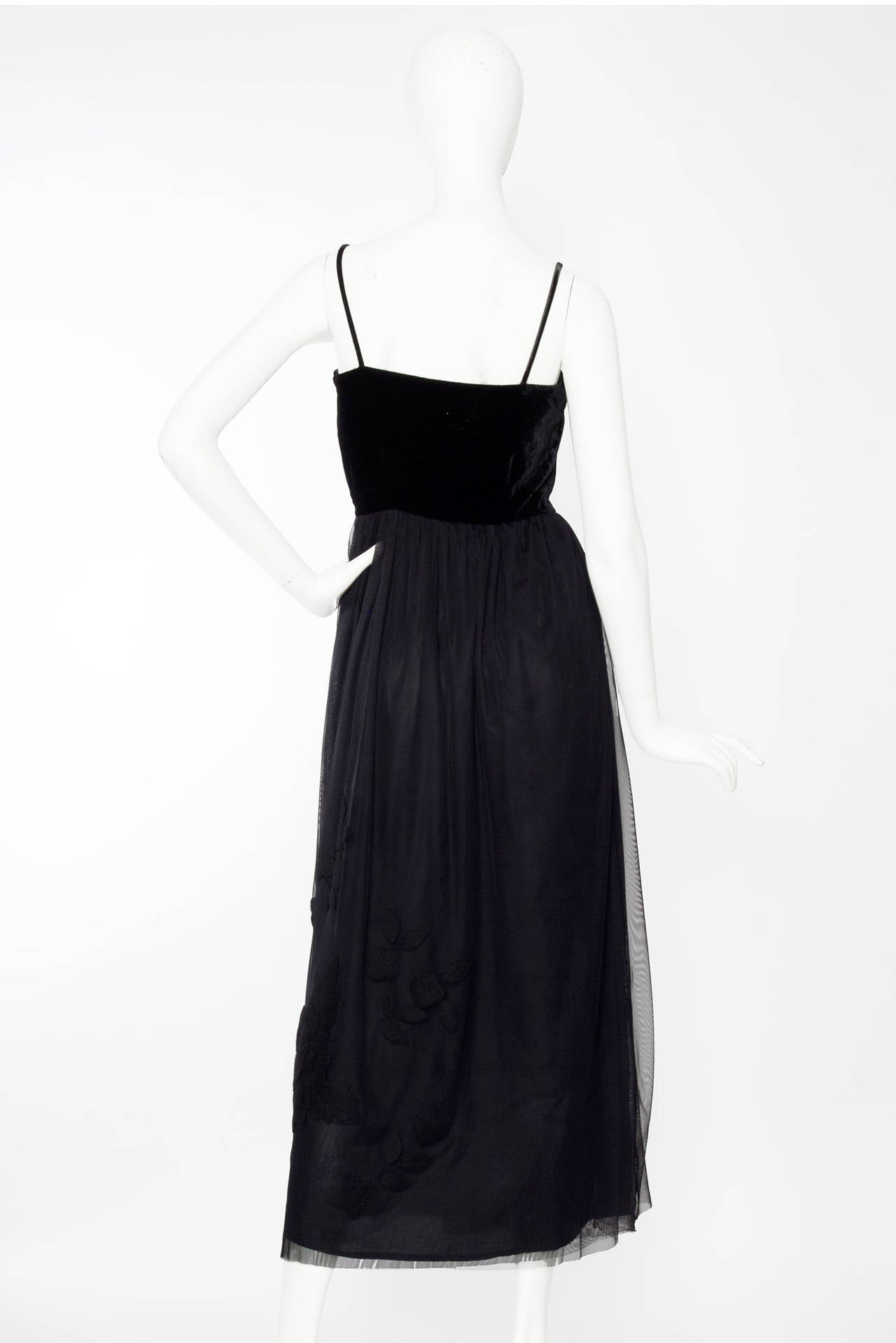 1990s Moschino Silk Velvet Embroidered Ball Gown In Good Condition For Sale In Copenhagen, DK