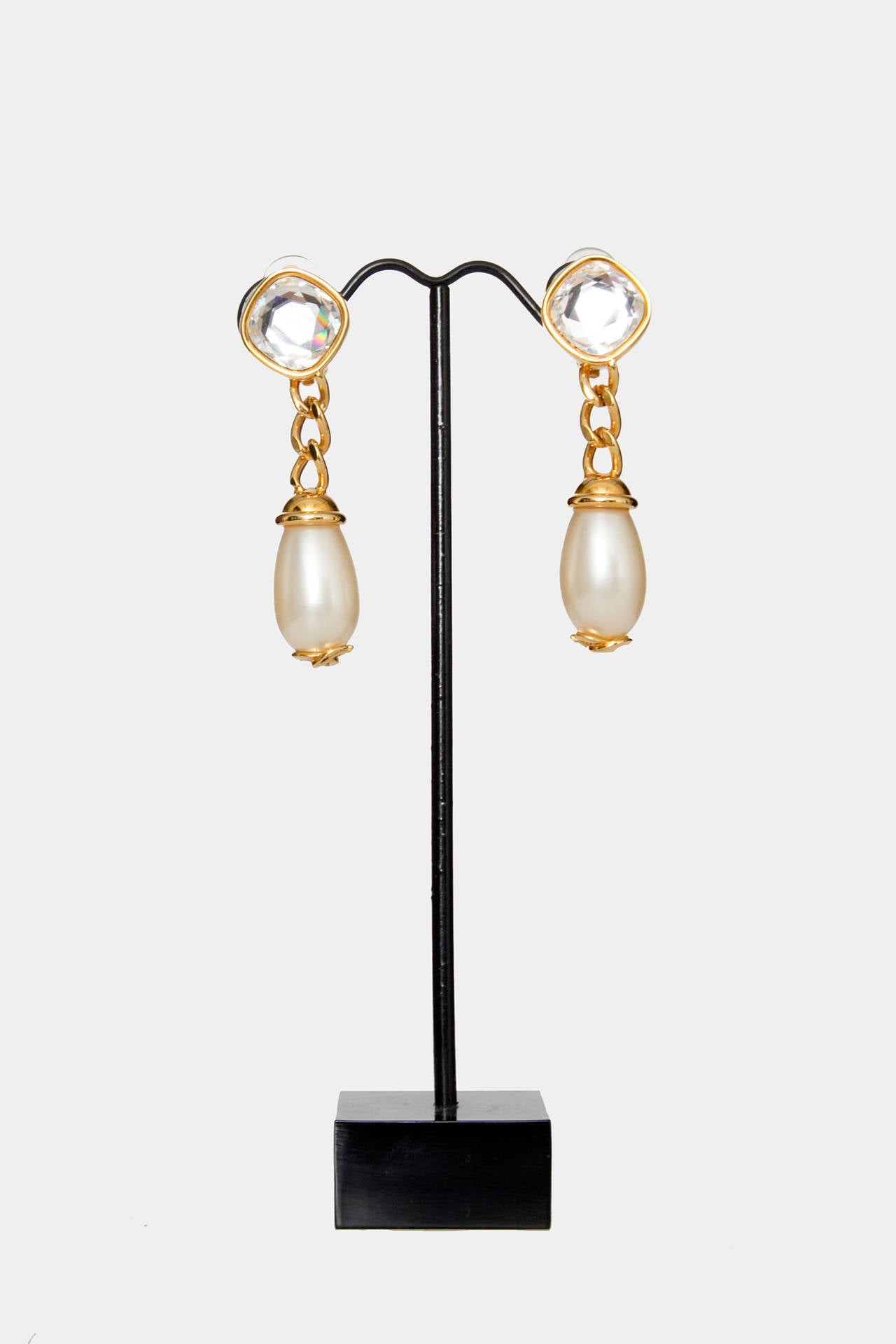 A Pair Of '97 Chanel Mother of Pearl Drop Earrings 2